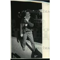 1984 Press Photo Marquette Cheerleader Joe de Guzman Walks Out Of Rehabilitation