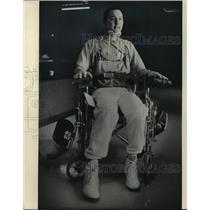 1984 Press Photo Marquette University Cheerleader Joe De Guzman In Wheelchair