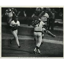 1983 Press Photo Milwaukee Brewers - Celebration of Game Win, Playoffs
