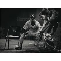 1988 Press Photo Milwaukee Brewers' Chris Greenberg battles fans for foul ball