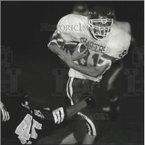 1994 Press Photo Hamilton's Jeff Langdon runs for a touchdown against Brown Deer