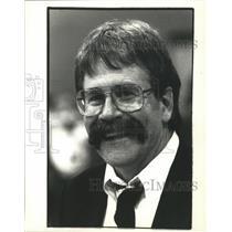 1990 Press Photo Waukesha Catholic Memorial basketball coach, Pat Farrell