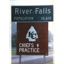 1993 Press Photo Kansas City Chiefs - Signs in River Falls, Kansas - mjt06223