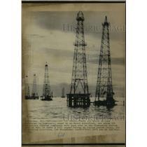 1975 Press Photo Exxon Foreign Company Oil Wells on Lake Maracaibo, Venezuela