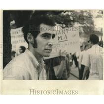 Press Photo Bill King joining a rally in Tulane University - nob53928