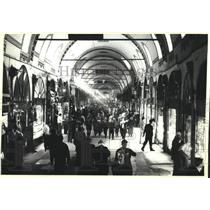 1990 Press Photo Sunlight streaming -archways of Istanbul, Turkey's Grand Bazaar