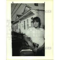 "1991 Press Photo John Lawrence holding ""The Earl of Louisiana"" Book - nob54875"