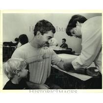 1994 Press Photo Roger Kucken donates blood to Louisiana Bone Marrow Registry