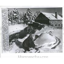 1964 Press Photo Nancy Morgan old Grist Mill Winter