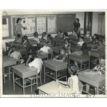 Press Photo Mrs. Mary Box & Miss Hymel in a classroom at McDonogh - nob58364
