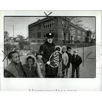 1985 Press Photo Ann safety guard children Hanneman use