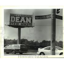 1995 Press Photo A large sign promotes Lynn Dean for senate at Bayou Road