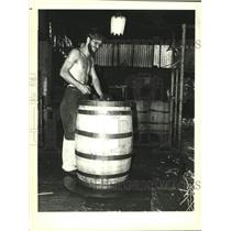 1984 Press Photo Independent Stave Company employee works on whiskey barrels.