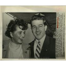 1957 Press Photo Newlywed Olympic champs, Connolly and Fikotova arrive in US.