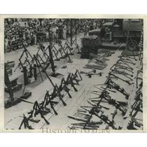 1952 Press Photo Crowd Gathers in Hanoi to Look at Captured Communist Weapons