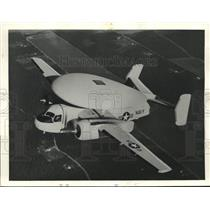 1957 Press Photo The warning aircraft Grumman WF2 provides notice to the fleet
