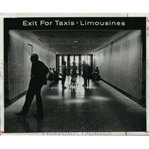 1984 Press Photo Taxi and Limousine exit at Houston Intercontinental Airport