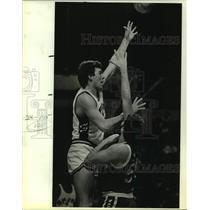 1984 Press Photo San Antonio Spurs and Golden State Warriors play NBA basketball