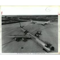 1988 Press Photo Flying Tigers cargo plane on apron at Houston Intercontinental