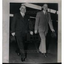 1946 Press Photo Hume Wrong & W.L. Mackenzie King - RRX57775