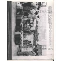 1965 Press Photo Cuban refugees Key West homeland good - RRX89923