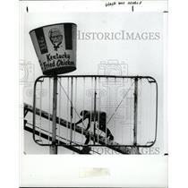 1991 Press Photo John Diesman Kentucky Fried Repair - RRX69939