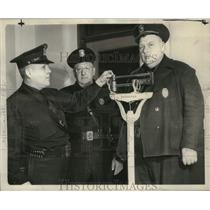 1941 Press Photo Three Sparta police officers equal 780 pounds of cop, Wisconsin