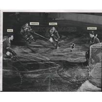 1953 Press Photo Cincinnati Mohawks defeat Milwaukee Chiefs at Arena hockey game