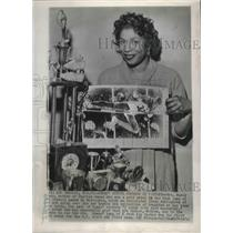 1956 Press Photo Nancy Dumas holds photo of son, Charles, in Olympic high jump