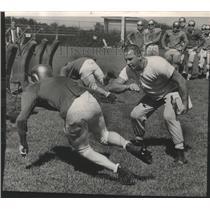 1964 Press Photo Gregg Dufek, new Pulaski High School coach, supervises drills