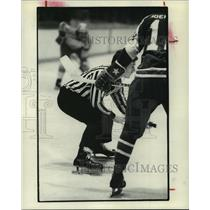 1973 Press Photo World Hockey League referee Ross Keenan prepares for a faceoff.