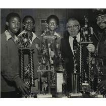 1976 Press Photo All-American Alabama Athletes Display Trophies