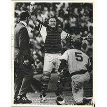 1977 Press Photo Brewers baseball's Charlie Moore protests a call during a game