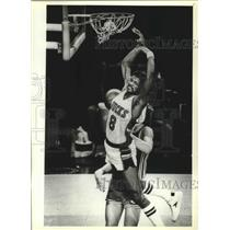 1977 Press Photo Milwaukee Bucks basketball player, Marques Johnson, during game