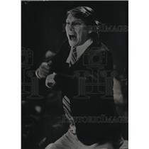1977 Press Photo Coach Don Nelson of the Milwaukee Bucks got excited.