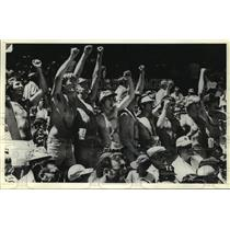 1978 Press Photo Shirtless Milwaukee Brewers fans cheer team on at the Stadium