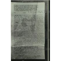 1982 Press Photo Petition Signed by George Wallace to Free Women Unjustly Jailed