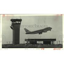 1982 Press Photo KLM Airline B-747 plane takes off from Houston Intercontinental