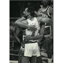 1983 Press Photo Milwaukee Bucks' Sidney Moncrief, Junior Bridgeman celebrate