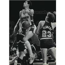 1983 Press Photo Milwaukee Bucks' Steve Mix loses ball during basketball game