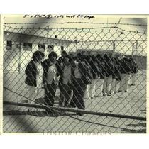 1984 Press Photo Refugee women from El Salvador and Guatemala at Port Isabel.