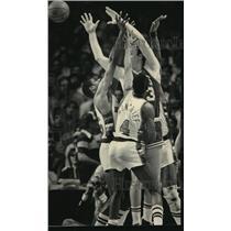 1984 Press Photo Larry Bird triple-teamed by Milwaukee Buck basketball players
