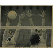 1985 Press Photo Beth Greil of UW-MIlwaukee during tournament at Klotsche Center