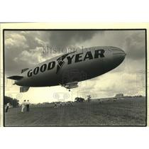 1986 Press Photo Goodyear blimp America at the EAA Fly-in in Oskkosh - mjc29555