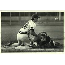 1988 Press Photo South Houston High School's Scotti Toler dives back into first.
