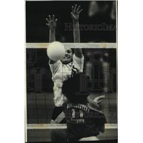 1991 Press Photo Wisconsin & Illinois Volleyball Game at the Klotsche Center