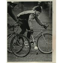 1991 Press Photo UVM Students during a Bicycle Polo Game at Reynolds Park