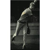 1991 Press Photo Hartland Arrowhead's Brian Steinbach delivers a pitch.