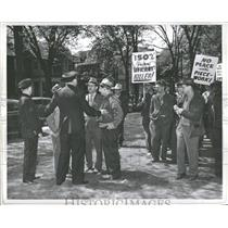 1946 Press Photo protesters  pickets