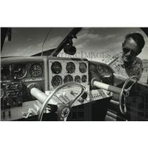 1993 Press Photo Jim Sowle at the EAA Fly-In Convention, Oshkosh - mjc31208